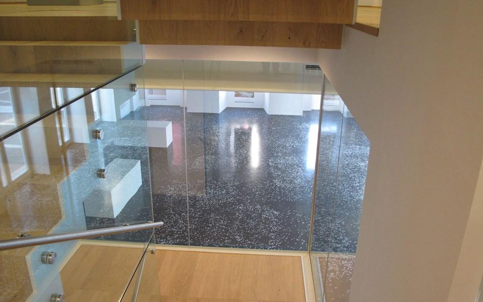 Огнеупорно остъкление без профили с Promat®-SYSTEMGLAS 30 около стълбищната клетка на Градската галерия в Пиран