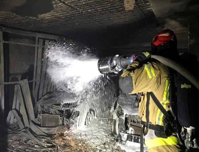 Jak chronić garaż przed pożarem samochodu elektrycznego?