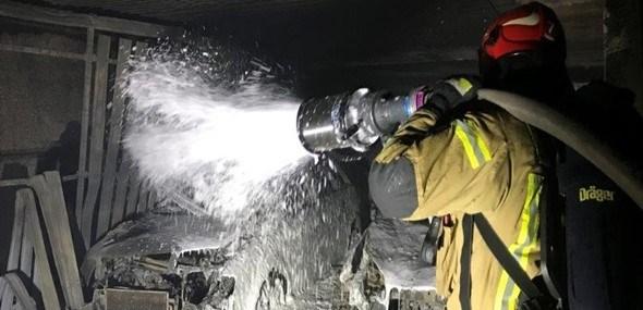 Zabezpieczenie garażu na wypadek pożaru samochodu elektrycznego płytami ogniochronnymi Promat.